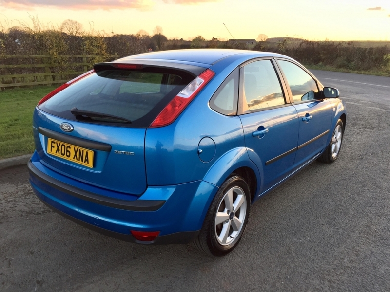 View FORD FOCUS ZETEC CLIMATE, 10 SERVICE STAMPS, LONG MOT, LOTS OF RECEIPTS, SPARE KEY, BE QUICK,